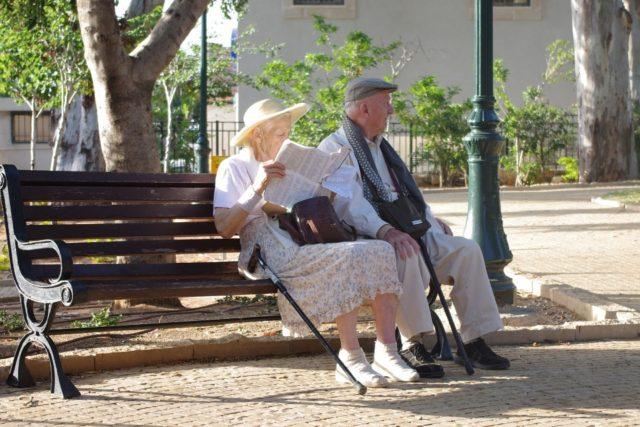 老夫婦 公園にて
